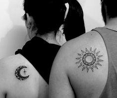 Tatuajes de parejas, tatuajes femeninos, tatuajes minimalistas, tatuajes pequeños, tatuajes para mujeres, tatuajes femeninos delicados, tatuajes bonitos, tatuajes inspiradores Compass Tattoo, Tattoos, Small Tats, Couple Tattoos, Cute Tattoos, Feminine Tattoos, Inspiring Tattoos, Minimalist Tattoos, Feminine