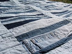 love this denim quilt with pockets and seams left in!