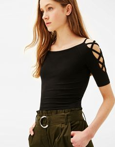 Fitted halter top - T-Shirts - Bershka Czech Republic