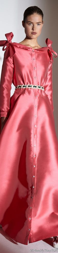 Alexis Mabille, Women's Runway Fashion, Fashion 2020, Fashion Trends, Lanvin, Pretty Dresses, Beautiful Dresses, Glamour, Colorful Fashion