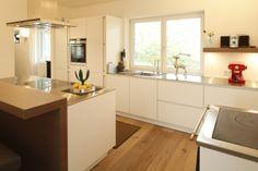 Hier eine wunderschöne SieMatic S2 in lotusweiss von Faulmann & Faulmann Küchen. Wir lieben grifflose Küchen!