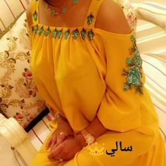 Choli Blouse Design, Blouse Designs, Off Shoulder Blouse, Cold Shoulder Dress, Bella Dresses, Lace Tunic, Hijab Dress, Kawaii Clothes, African Dress