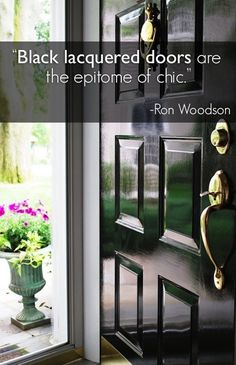Door painted in high gloss black. Barbara here just posted about beautiful black doors. I saw this exterior front door done in a high gloss black paint and thought it also looked chic. Black Front Doors, Front Door Colors, Style At Home, Design Innovation, Monochrome Interior, Interior And Exterior, Interior Design, The Doors, Entry Doors