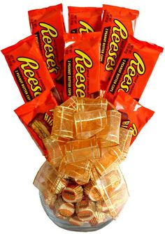 Delight a chocolate lover with this vase filled with Reese's peanut butter cups. The attractive translucent vase sports an orange ribbon and is ready for immediate giving. Features: Food Type: Candy C (birthday treats for husband) Candy Boquets, Candy Bar Bouquet, Gift Bouquet, Candy Bouquet Birthday, Food Bouquet, Birthday Treats, Friend Birthday, Birthday Gifts, Food Gifts