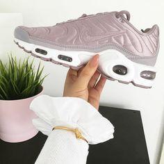Women's Sneakers – Nike Air Max : Sneakers women – Nike Air Max Plus (©emmazoeyroche)… Grey Sneakers, Grey Shoes, Suede Shoes, Sneakers Fashion, Fashion Shoes, Shoes Sneakers, Adidas Sneakers, Sneakers Style, Sneakers Women