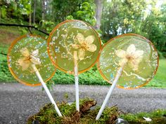 Unique Handcrafted Lollipops With Lovely Edible Flowers Embedded Inside