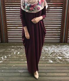 vibes 🌷 Deep Plum Jersey Dress & Blush Floral Satin Hijab from Pakistani Fashion Casual, Abaya Fashion, Muslim Fashion, Hijab Style Dress, Hijab Outfit, Hijab Niqab, Dress Outfits, African Fashion Dresses, Fashion Outfits