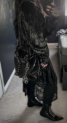 Gothic Fashion, Girl Fashion, Deathrock Fashion, Girl Style, My Style, New Romantics, Black Clothes, Winter Fits, Full Look