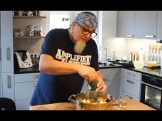 """Tipp #26: Hühnersuppe - Tipps von Stefan Marquard """"genial einfach - einfach anders"""" - YouTube Soup, Herd, Youtube, Mens Tops, Videos, Chef Recipes, Simple, Tips, Health"""