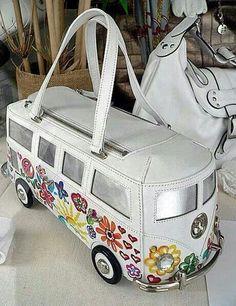 DIY handbag ideas fancy a vintage Volkswagen bus as your unique handbag? Unique Handbags, Unique Purses, Unique Bags, Luxury Handbags, Designer Handbags, Ugly Purses, Tote Handbags, Purses And Handbags, Vintage Volkswagen Bus
