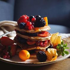 Vegan sourdough pancakes! Another sunday another stack of pancakes, these are fluffy, soft and delicious served with lots of fruits and maple syrup 😋 Have a lovely sunday everyone! #pancakes #breakfast #sourdough #fruits #coffeetime #maplesyrup #delicious #healthyfood #vegan #gloobyfood #heresmyfood #hautecuisines #beautifulcuisines #feedfeed #f52grams #thekitchn #kitchenbowl #foodgawker #foodie_features #vzcomade #huffposttaste #yahoofood #buzzfeed #onthetable #foodphotography #foodpics…