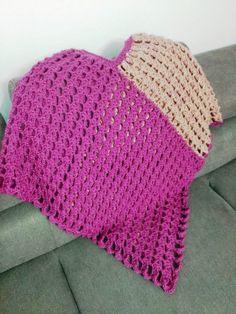 Poncho crosetat tutorial video poze si explicatii jeteu.ro Crochet Hats, Model, Fashion, Glitter, Crocheted Hats, Mathematical Model, Moda, Scale Model