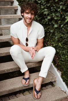 Why mens fashion casual matters? Because no one likes to look boring! But what are the best mens fashion casual tips out there that can help you […] Mens Fashion Blog, Men's Fashion, Fashion Ideas, Fashion Shoes, Fashion Vintage, Fashion Rings, Men Looks, Flipflops, Barefoot Men