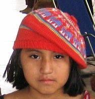 Eine rote #Kinder #Baskenmütze aus einer der besten Wollsorten weltweit, der kostbaren #Alpakawolle. Inka, Kind Mode, Beanie, Peru, Fashion, Ponchos, Alpacas, Camel, Arts And Crafts