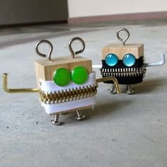 the boys would love making these! DIY monsters…the boys would love making these! Projects For Kids, Wood Projects, Woodworking Projects, Craft Projects, Wood Crafts, Diy And Crafts, Crafts For Kids, Diy Love, Diy Robot