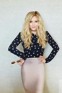 """La cantante y actriz Hilary Duff luce totalmente espectacular en el nuevo número de la revista Glamour México. Evolución, valentía y coraje definen una cándida entrevista en la cuál expresó """"Siempre debes ir más allá de tus límites. Sólo así puedes evolucionar"""". ¡Nosotros la amamos! ¿Ustedes?  #HilaryDuff #MagazineVirtual"""