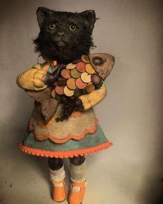 Toys In The Basement: Beautiful Creepy Dolls By Annie Montgomerie Bjd Dolls, Doll Toys, Cat Doll, Wet Felting, Needle Felting, Creepy Dolls, Little Doll, Soft Dolls, Soft Sculpture