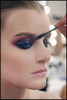 glossy lids - Face Time - Chanel Runway Makeup Looks - The Beauty Thesis Smokey Eyes, Smokey Eye Makeup, Skin Makeup, Red Eyeshadow, Eyeshadow Ideas, Makeup Inspo, Makeup Inspiration, Makeup Tips, Makeup Videos