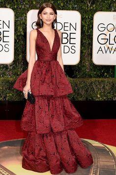 Golden Globes 2016 Red Carpet Fashion Zendaya in a tiered Marchesa Mode Zendaya, Estilo Zendaya, Zendaya Outfits, Zendaya Style, Zendaya Fashion, Zendaya Dress, Golden Globes 2016, Beautiful Dresses, Ruffles
