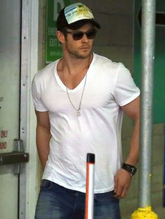 Chris Hemsworth manages to make a plain white t-shirt and jeans look sexy while shopping in Santa Monica.