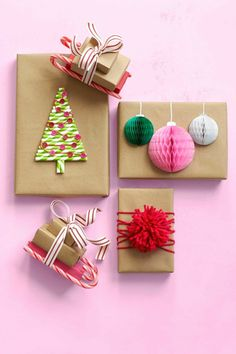 Weihnachtsgeschenke kreativ verpackt, Schlitten aus kleinen Schchteln und Zusckerstangen, Christbaum aus Trinkhalmen, Christbaumkugeln aus Papier