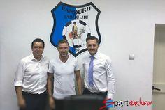 Mijlocașul a fost convins de presedintele Narcis Raducan sa revina la Târgu Jiu si a semnat azi contractul cu Pandurii in prezenta impresarului sau Bogdan Ap...