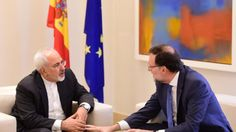 Spanish Prime Minister Mariano Rajoy (R) speaks with Iran's foreign minister Mohammad Javad Zarif during their meeting at La Moncloa palace in Madrid on April 14, 2015