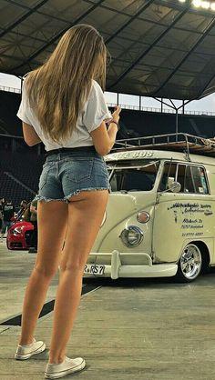 Short shorts VW Trucks And Girls, Car Girls, Sexy Jeans, Sexy Shorts, Short Shorts, Pin Up, Hot Bikini, Bikini Girls, Combi Ww