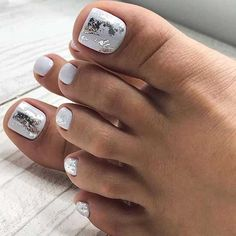 The advantage of the gel is that it allows you to enjoy your French manicure for a long time. There are four different ways to make a French manicure on gel nails. The choice depends on the experience of the nail stylist… Continue Reading → Pedicure Colors, Pedicure Nail Art, Pedicure Designs, White Pedicure, French Pedicure, Pedicure Ideas, Toe Nail Color, Toe Nail Art, Nail Colors