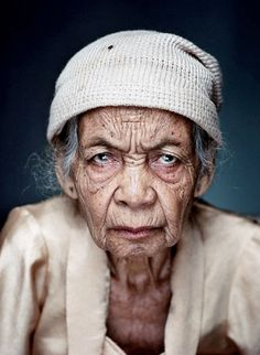 Image from the series 'Comfort Women', portraits of Indonesian women who were victims of forced sexual labour (photo by Jan Banning) Old Faces, Many Faces, Foto Portrait, Portrait Photography, Indonesian Women, Viviane Sassen, Face Expressions, People Of The World, Interesting Faces
