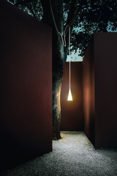 Playful, soft and transformist, Uto is a highly unusual suspension lamp. It changes according to the needs of the moment and personal inspiration. It is available in orange, yellow and white.  #Architecture #LightingDesign #ModernDecor #InteriorIdeas #Foscarini #FoscariniLamps Tree Lighting, Outdoor Lighting, Lighting Ideas, Italian Lighting, Luminaire Design, Modern Landscaping, Design Furniture, Exterior Lighting, Landscape Lighting
