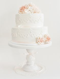 2 tier lace cake with roses and peony