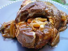 Rouelle de porc braisée aux oignons caramélisés