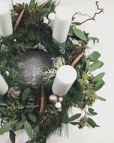 Christmas Decorations To Make, Christmas Wreaths, Christmas Ornaments, Holiday Decor, Coron, Green Advent Wreath, Cheap Wreaths, Christmas Time, Advent