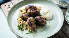 After shedding an impressive 11 stone over three years, the Michelin star chef Tom Kerridge is in the kitchen with a healthy dish which he guarantees you'll enjoy eating. His pork kebabs and spicy cauliflower couscous won't even feel like diet food, and Diet Dinner Recipes, Healthy Eating Recipes, Healthy Dishes, Diet Recipes, Cooking Recipes, Healthy Food, Healthy Meals, Recipies, Cauliflower Couscous