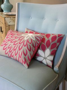 Easy Weekend Projects to Try This Summer : DIY pillow covers Diy Throws, Diy Throw Pillows, Sewing Pillows, How To Make Pillows, Decorative Pillows, Fall Pillows, Decor Pillows, Bolster Pillow, White Pillows