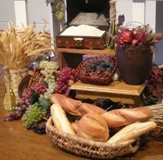 Liturgical Art: Visual Enhancements for Worship- this is a great site for inspiration for different liturgical seasons, Tim might like this Fall Church Decorations, Thanksgiving Decorations, Altar Design, Church Design, Recuerdos Primera Comunion Ideas, Liturgical Seasons, Holy Thursday, Church Stage, Church Flowers