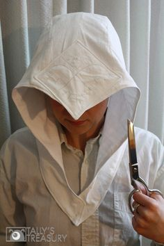 Assassin's Creed 3 hood tutorial, link to the rest of the costume