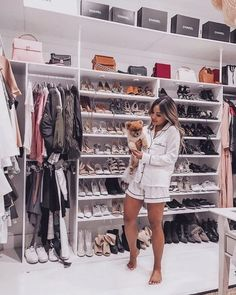 When you are thinking about redoing your home, one aspect that you should carefully consider redoing is the closet. The problem is you may not know the benefits of using the dream closets designs to Shoe Room, Closet Bedroom, Bedroom Decor, Organizar Closet, Walk In Wardrobe, Luxury Closet, Dream Closets, Closet Designs, Beauty Room