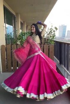 Indian Bridal Outfits, Indian Bridal Fashion, Indian Fashion Dresses, Dress Indian Style, Indian Designer Outfits, Bridal Dresses, Wedding Lehenga Designs, Designer Bridal Lehenga, Lehenga Dupatta