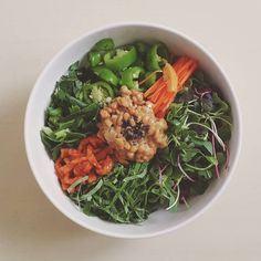 Today's lunch  비빔밥이 먹고 싶어서 냉장고에 있는 그린채소들을 털어 만든 #낫토채소비빔밥 #현미그린비빔밥  #nattobibimbap #brownrice #greenbibimbap #vegetables #veganfood #plantbased #wholefoods #myfooddiary