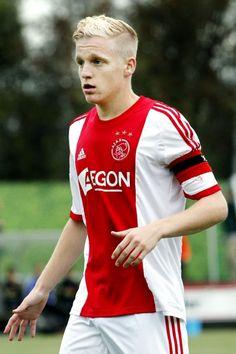 Donny van de Beek ~ 2015-present German Men, English Men, Paris Saint Germain Fc, Afc Ajax, Spanish Men, Kid N Teenagers, Fc Bayern Munich, Tottenham Hotspur Fc, Liverpool Fc