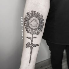 "Nouvelle Rita on Instagram: ""Sunflower for Agnieszka 🌻 #nouvellerita #sunflowertattoo  #linework #blackwork #blackink #qttr #equilateratattoo"" Spain And Portugal, Blackwork, Tattoos, Instagram, Baby Born, Tatuajes, Tattoo, Japanese Tattoos, Tattoo Illustration"