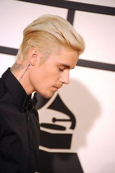 Justin Bieber attends the GRAMMY Awards at Staples Center February 2016 in Los Angeles, California. Justin Bieber Pray, Justin Bieber Long Hair, Justin Bieber Style, Justin Bieber Pictures, Beard Styles For Men, Hair And Beard Styles, Hailey Baldwin, Bearded Tattooed Men, Bearded Men