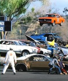 Over the years i have found many rare pictures of the dukes of Hazzard on the internet and saved them on my local hard drive. Because i couldn't find a thre...