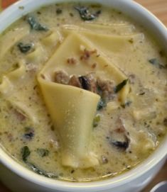 This Creamy Alfredo Lasagna Soup is the ultimate meal. It is chock full of sausage, mushrooms, spinach and lasagna in a creamy Parmesan broth that is seasoned to perfection. Of soup and love …the firs (Lasagna Recipes In Crockpot) Crockpot Recipes, Cooking Recipes, Healthy Recipes, Healthy Soup, Alfredo Lasagna, Pasta Alfredo, Enjoy Your Meal, Caldo, Soup And Sandwich