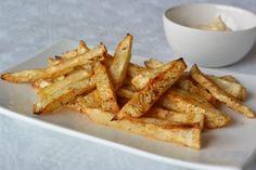 De enige inspanning die voor deze friet van groente vereist is, behelst het schoonmaken van de knolselderij en vervolgens het snijden van de frieten. Zorg d