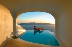 Welcome to Sun Rocks Santorini, one of the most famous Firostefani Santorini Hotels. Sun Rocks Santorini is a romantic adult only hotel, located in Firostefani. Katikies Hotel Santorini, Santorini Hotels, Santorini Island, Santorini Greece, Santorini Honeymoon, Greece Hotels, Places To Travel, Places To See, Beste Hotels