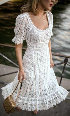 White lace dress —always pretty Women's Dresses, Dresses Online, Fashion Dresses, Summer Dresses, Summer Outfit, Flower Dresses, Casual Dresses, Wedding Dresses, Stuart Weitzman