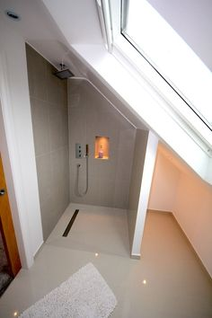 This gives an example of how even with a slopped roof, even inch of the space can be utilised for an effective wet room with perfect drainage system. design dach Amazing Attic Room Ideas for Your Inspiration Wet Rooms, Attic Rooms, Attic Spaces, Small Spaces, Small Rooms, Bedroom Small, Small Small, Bedroom Bed, Loft Bathroom